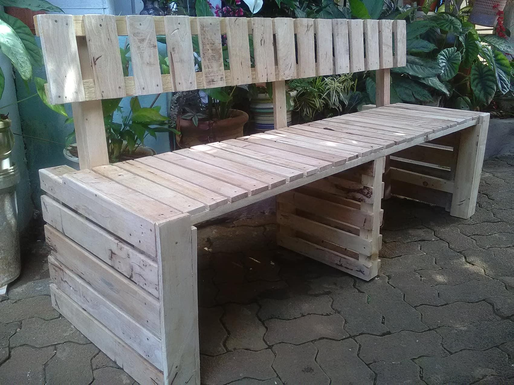Des bancs pour les enfants